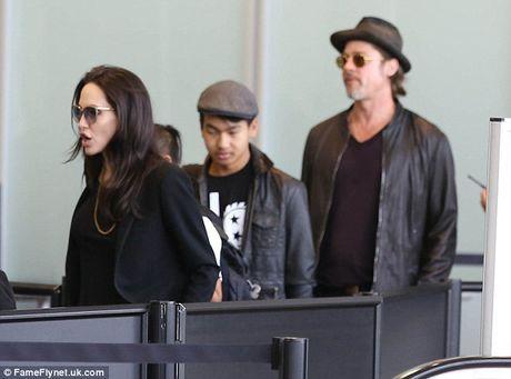 Brad Pitt suy sup truoc thong tin danh con trai Maddox luc say xin - Anh 1