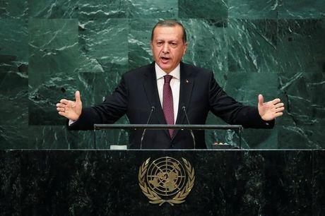 Erdogan to My cap vu khi cho chien binh nguoi Kurd o Syria - Anh 1