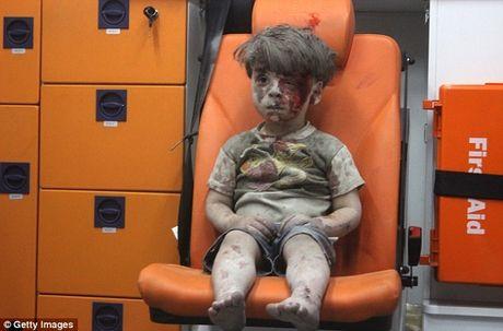 Xuc dong be 6 tuoi viet thu gui tong thong Obama de nghi cho 'em be Syria' ve o trong nha minh - Anh 2