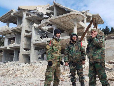 Quan doi Syria tiep tuc tan cong o vung nong thon Bac Latakia - Anh 1