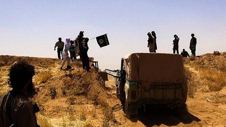 """Chien su Syria: My """"khong kich nham"""" giup IS sap chiem duoc Deir ez Zor - Anh 1"""