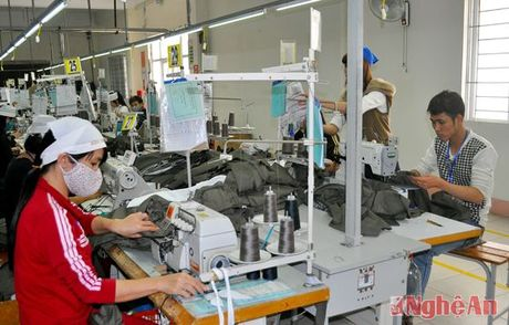 TP Vinh: Hon 500 doanh nghiep tham gia doi thoai chinh sach thue - Anh 2