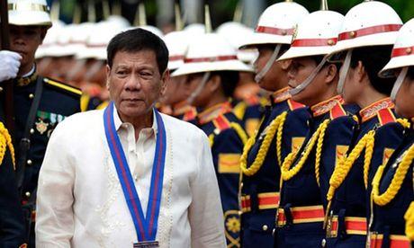 Thach thuc bua vay ong Duterte sau ba thang nam quyen - Anh 1