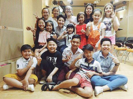 Thuy Binh The Voice Kids: Ai cung run nhung con chang thay run! - Anh 2