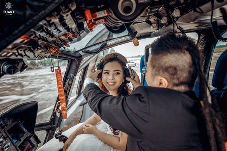 Bo anh cuoi lung linh ben truc thang 300 ty cua DJ so 1 Viet Nam va nu dao dien 'trieu view' - Anh 5