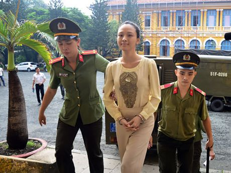Truoc vanh mong ngua, Phuong Nga va My Xuan van no nu cuoi day an y - Anh 1