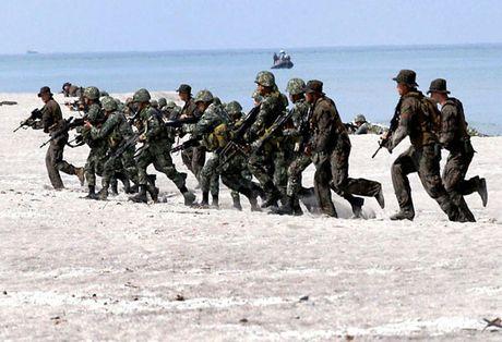 Philippines lan dau tap tran quy mo lon voi My duoi thoi ong Duterte - Anh 1