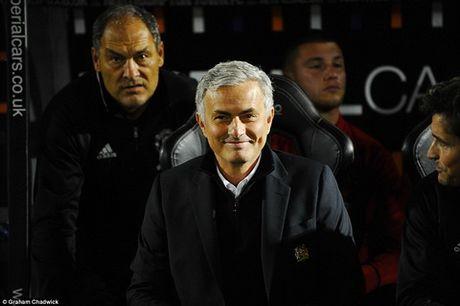Ranieri tuyen bo san sang gat bo hiem khich voi Mourinho - Anh 1