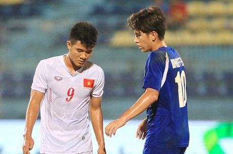 HLV Hoang Anh Tuan voi U19 Viet Nam: Chi la giau bai ma thoi?! - Anh 2