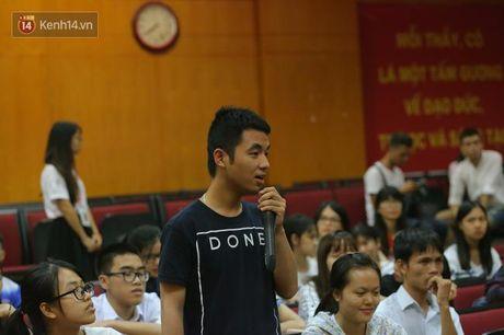Sinh vien Ngoai Thuong hao hung tranh luan ve de tai minh bach tren giang duong - Anh 2