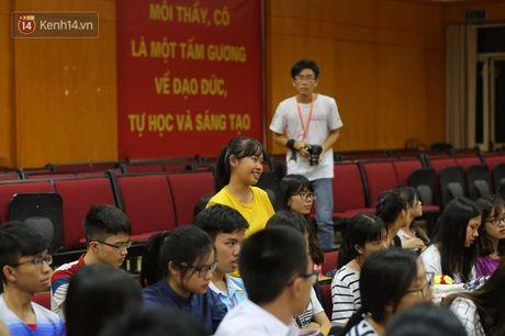 Sinh vien Ngoai Thuong hao hung tranh luan ve de tai minh bach tren giang duong - Anh 3