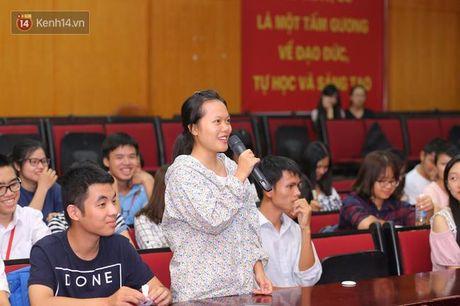 Sinh vien Ngoai Thuong hao hung tranh luan ve de tai minh bach tren giang duong - Anh 4