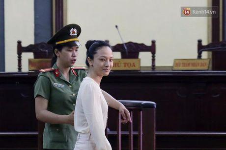 Nu cuoi bi hiem cua Phuong Nga tai toa va loi khai 'chan dong' o phut 89 - Anh 2
