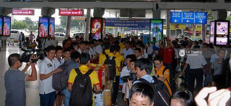 Nhung nguoi hung futsal Viet Nam tro ve trong vong tay vo con va nguoi than - Anh 5