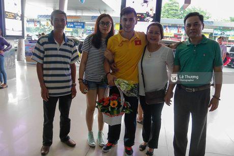 Nhung nguoi hung futsal Viet Nam tro ve trong vong tay vo con va nguoi than - Anh 8