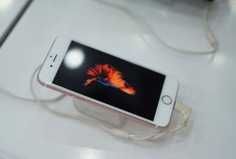 Di dong cao cap tai VN: Doi thu tu don duong cho iPhone - Anh 3