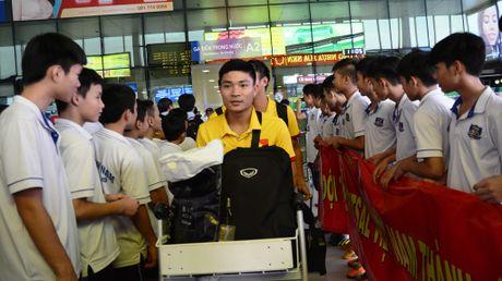 Xe sang don bau Tu tro ve cung tuyen futsal Viet Nam - Anh 3