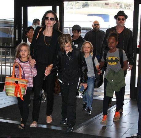 Nhung chuyen 'dong troi' ve cac con cua Angelina Jolie - Anh 1