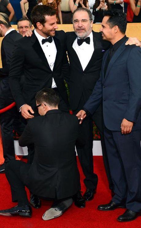 Gigi Hadid bi ke tung gay han Brad Pitt, Kim Kardashian 'quay roi' giua pho - Anh 3