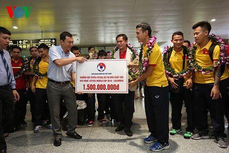Futsal Viet Nam nhan ngay 1,5 ti dong sau khi tro ve tu World Cup - Anh 3