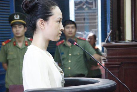 Hoa hau Phuong Nga su dung 'quyen im lang' co loi gi? - Anh 1
