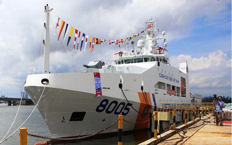 Cảnh sát biển VN tiếp nhận tàu CSB 8005 có sân đỗ máy bay trực thăng