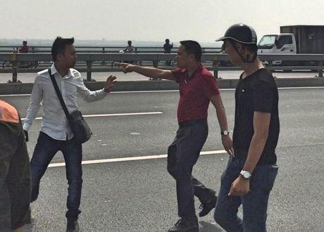 Cảnh sát hình sự đánh nhà báo, xử lý thế nào?
