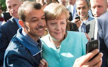 Ba Merkel kien quyet chinh sach nhap cu bat chap thu thach - Anh 1