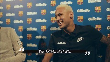 Luis Suarez nhat quyet tu choi nhuom toc giong Messi va Neymar - Anh 1