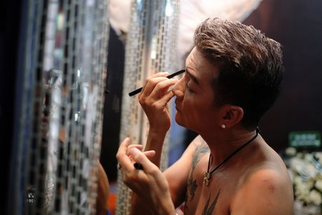 Hau truong tat bat trong liveshow 12 ty cua Dam Vinh Hung - Anh 5