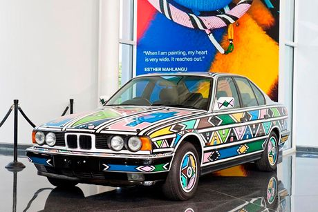 'Cu ba' 81 tuoi sang tao BMW 7 Series by Esther Mahlangu - Anh 1