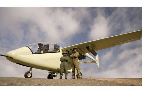 Suc manh kho tuong tuong may bay AHRLAC Nam Phi - Anh 9