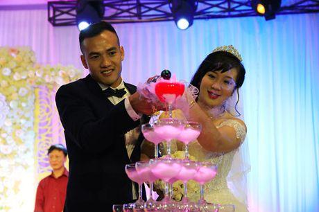 Trung ve Nguyen Dai Dong va vo hanh phuc trong ngay cuoi - Anh 6