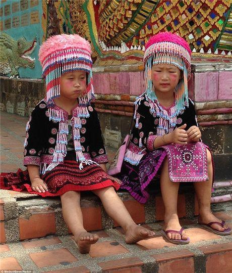Su that sau buc anh hai co be Thai trom dong ho du khach Tay - Anh 2