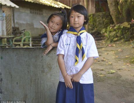 Su that sau buc anh hai co be Thai trom dong ho du khach Tay - Anh 3