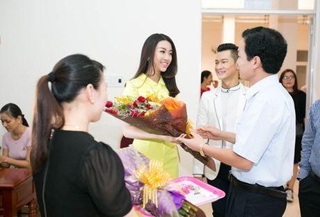 """Ca si Duc Tuan va HH Do My Linh """"nen duyen"""" trong Ly Son – dao tinh yeu - Anh 1"""