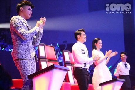Co be 9 tuoi hat rock duoc HLV The Voice Kids tan thuong - Anh 4