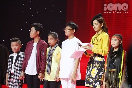 Co be 9 tuoi hat rock duoc HLV The Voice Kids tan thuong - Anh 6