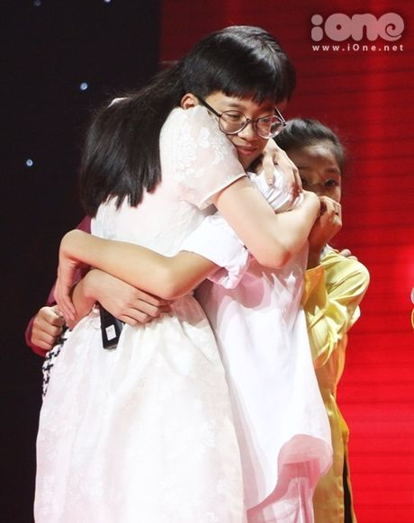 Co be 9 tuoi hat rock duoc HLV The Voice Kids tan thuong - Anh 8