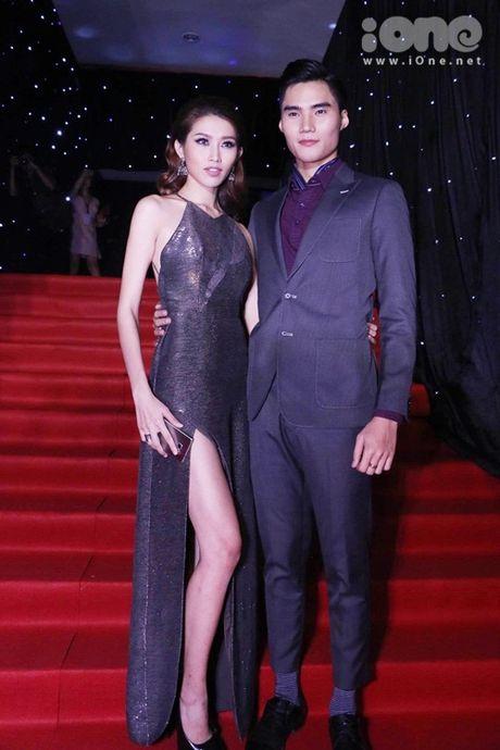Dan sao long lay tren tham do chung ket Vietnam's Next Top Model 2016 - Anh 10