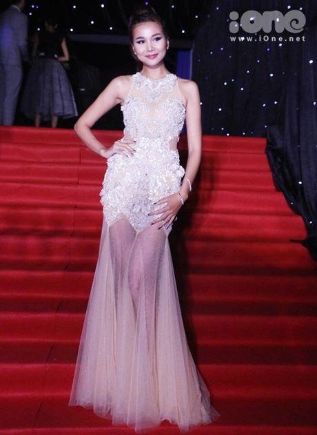 Dan sao long lay tren tham do chung ket Vietnam's Next Top Model 2016 - Anh 1