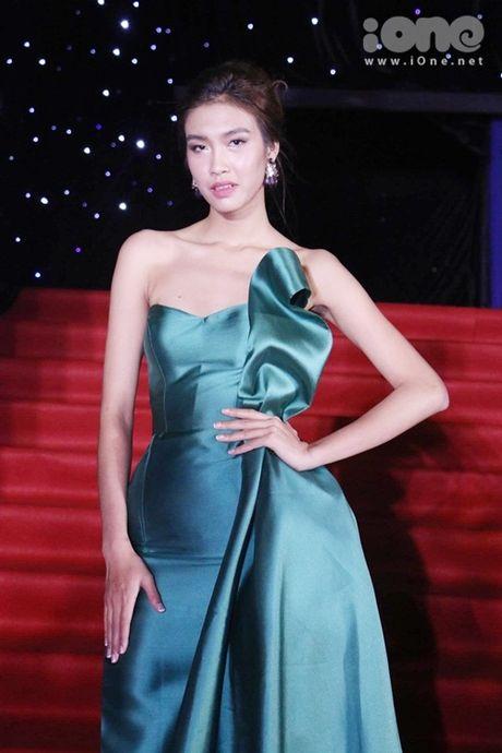 Dan sao long lay tren tham do chung ket Vietnam's Next Top Model 2016 - Anh 4