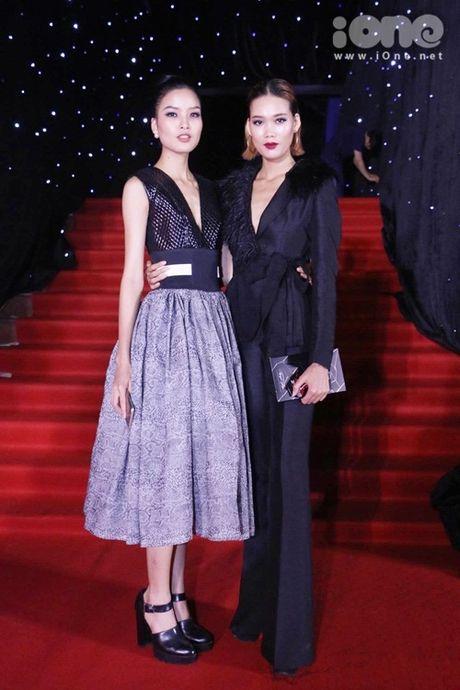 Dan sao long lay tren tham do chung ket Vietnam's Next Top Model 2016 - Anh 6