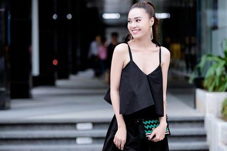 Lan Ngoc khoe nhan sac cuon hut noi bat ca goc pho - Anh 3