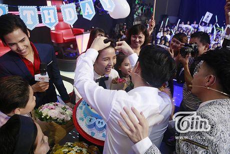 Noo Phuoc Thinh thom ma chuc mung sinh nhat Vu Cat Tuong - Anh 6