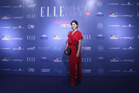 Dan Hoa hau, A hau 'do bo' tham do dem cuoi cua Elle Fashion Journey 2016 - Anh 1