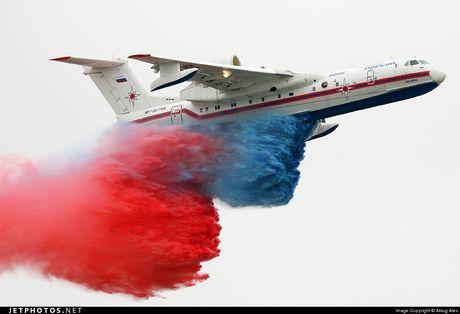 Quoc gia DNA dau tien cung luc mua tiem kich Su-35 va Be-200 - Anh 4