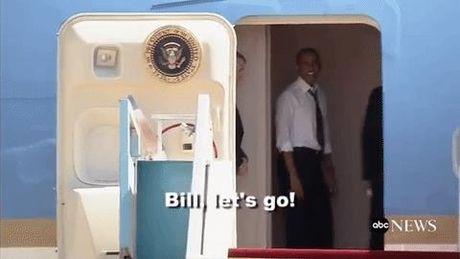 Khoanh khac ong Obama sot ruot giuc Bill Clinton len may bay - Anh 1