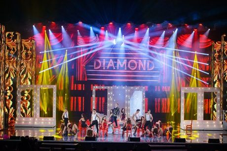 Liveshow 12 ty Dam Vinh Hung: Nhu dang lac vao thien duong giai tri Las Vegas! - Anh 2