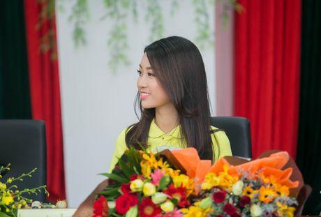 Tan Hoa hau My Linh xinh dep ruc ro, 'ket doi' cung Duc Tuan trong du an quang ba du lich - Anh 6